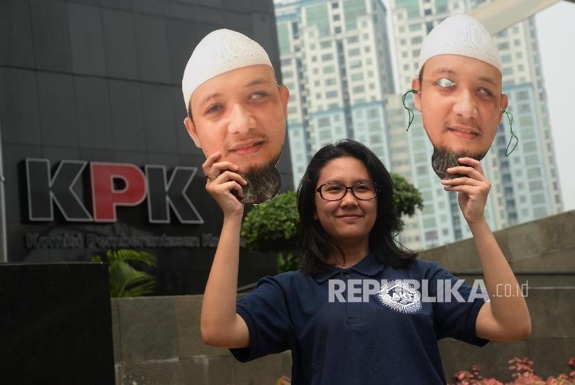 (Ilustrasi) Pemuda-Pemudi Antikorupsi yang tergabung dalam Sekolah Anti Korupsi (SAKTI) ICW melakukan aksi di depan gedung Komisi Pemberantasan Korupsi (KPK), Jakarta, Rabu (9/8).