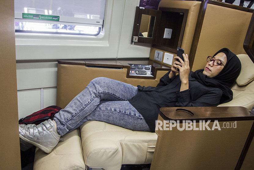 Passenger enjoys facility at sleeper coach.