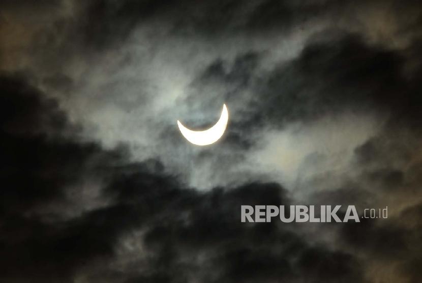 Gerhana Matahari Tanda Kebesaran Allah Swt Republika Online