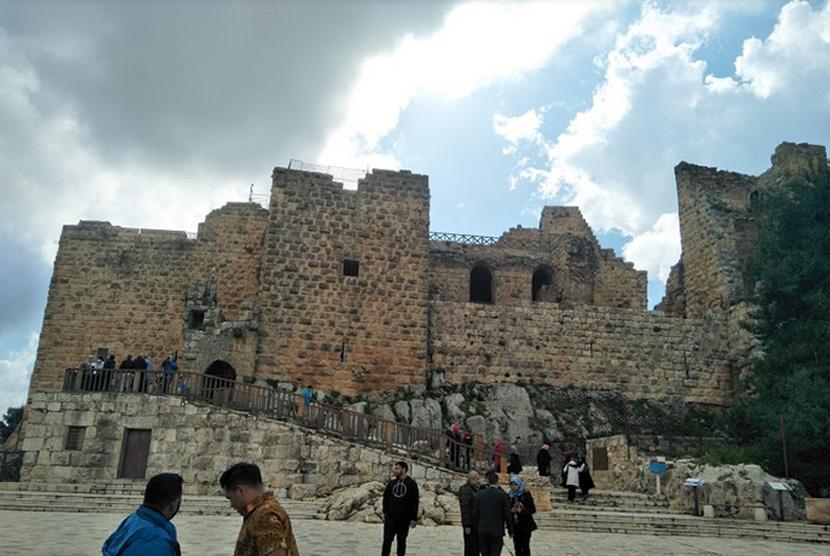 Penampakan luar Kastil Ajloun, Yordania.