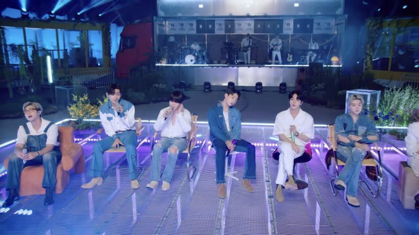 Penampilan BTS saat membawakan cover lagu