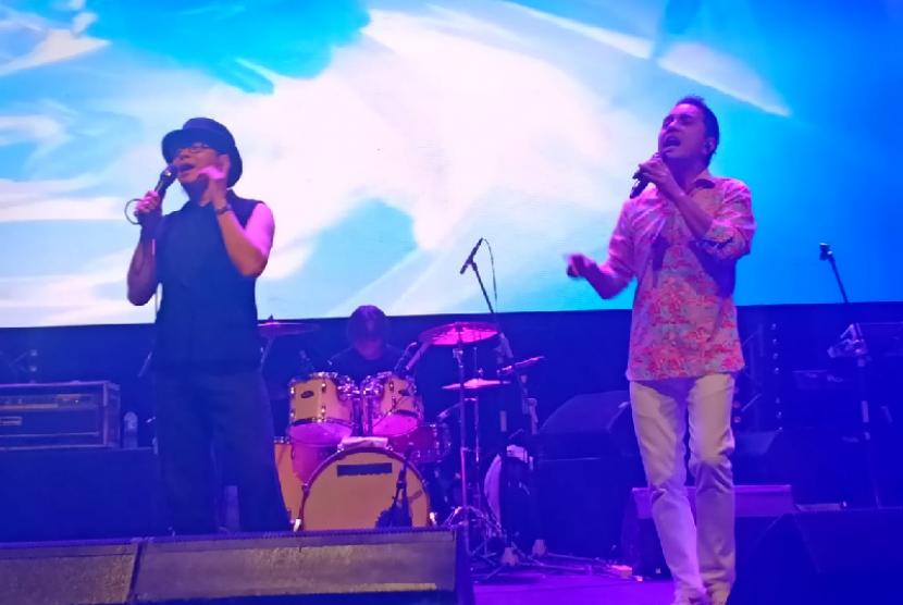 Penampilan grup musik Java Jive dalam konser