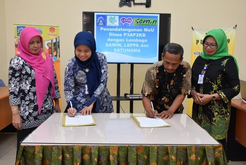 Penandangatangan kerja sama antara Dinas P3AP2KB Kabupaten Sleman dengan Yayasan Satu Nama, Lembaga Studi Pengembangan Perempuan dan Anak (LSPPA), dan Sekretariat Anak Merdeka Indonesia (Samin) di Kantor DP3AP2KB.