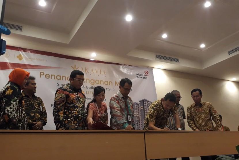 Penandatanganan MoU antara PT Telekomunikasi Indonesia (Persero Tbk) dengan Akavia Lifemark di Semarang.