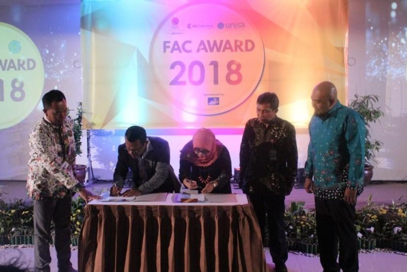 Penandatanganan MoU antara Unisa Gain dengan PT FAC Sekuritas Indonesia.