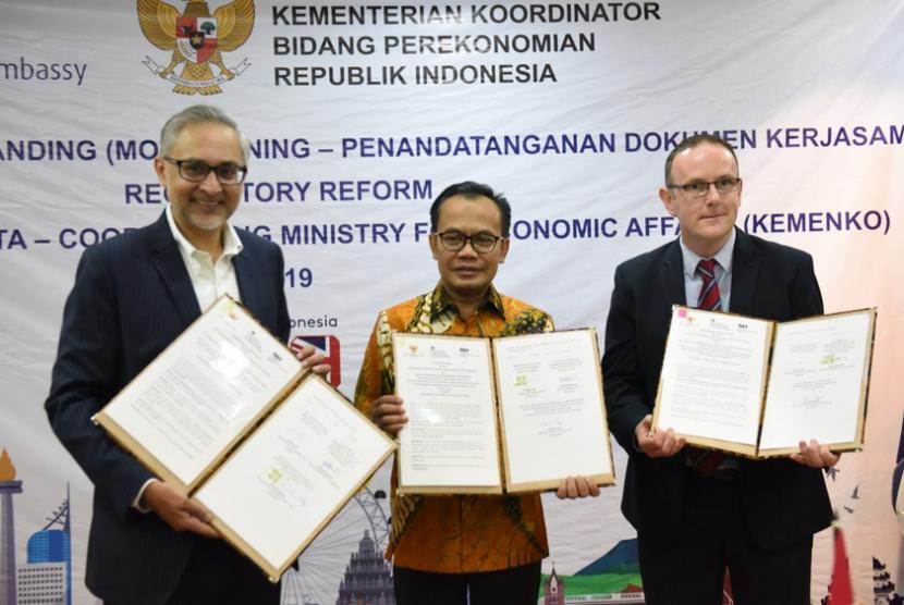 Penandatanganan Nota Kesepahaman (Memorandum of Understanding/MoU)  tentang Pengembangan Reformasi Regulasi di Indonesia di Kantor Kementerian  Koordinator Bidang Perekonomian, Jakarta, Rabu (12/6).