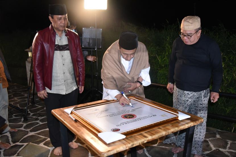 Penandatanganan prasasti Kebhinnekaan yang dilakukan oleh Kepala BNPT dan Watimpres Habib Luthfi, di Bogor, Jawa Barat.