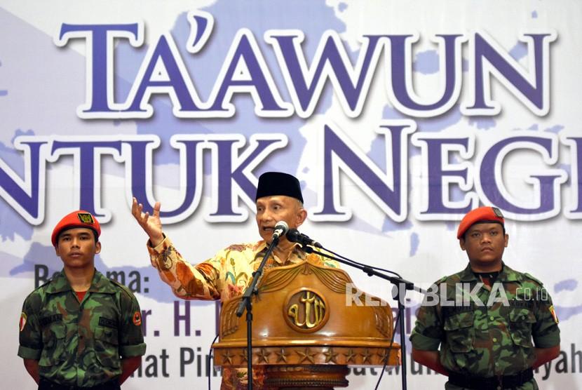 Penasehat Pimpinan Pusat Muhammadiyah Amien Rais (tengah) menyampaikan sambutan disela-sela Tabligh Akbar Muhammadiyah 2018 di Islamic Centre Surabaya, Jawa Timur, Selasa (20/11/2018).