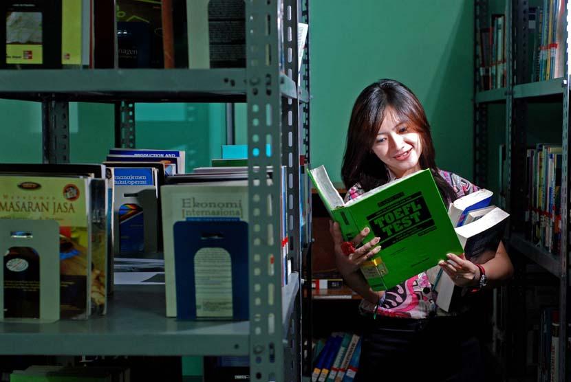 Pencarian beasiswa dan belajar TOEFL (ilustrasi).