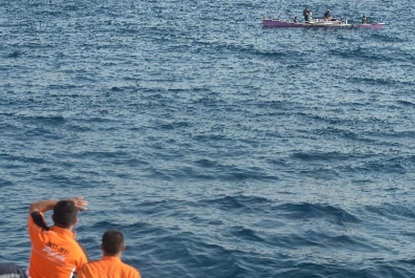 Pencarian korban kapal tenggelam (Ilustrasi)