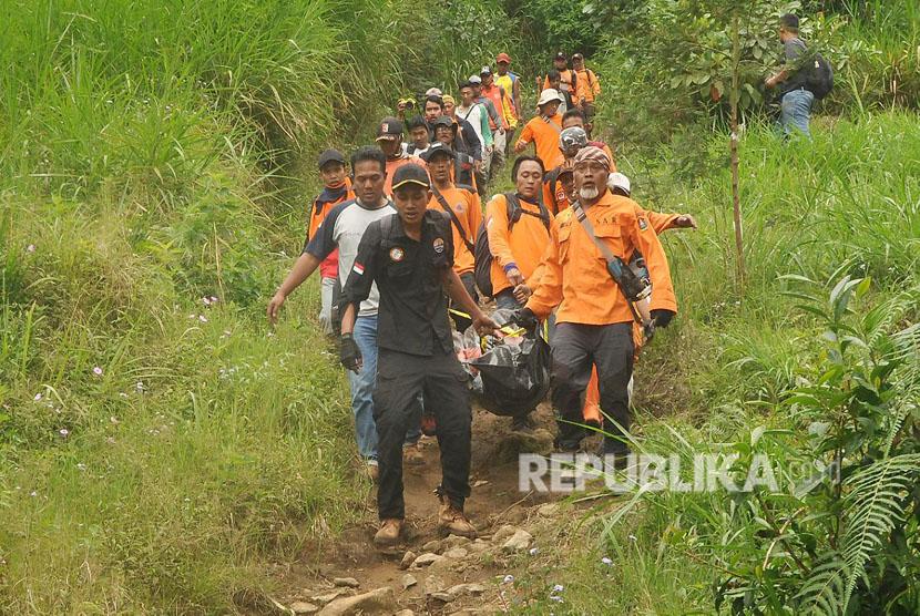 Pendaki asal Slovakia Andrey Voytech (39 tahun), yang hilang di gunung Merbabu pada Jum'at (30/3), akhirnya ditemukan oleh tim SAR gabungan pada sabtu (7/4).
