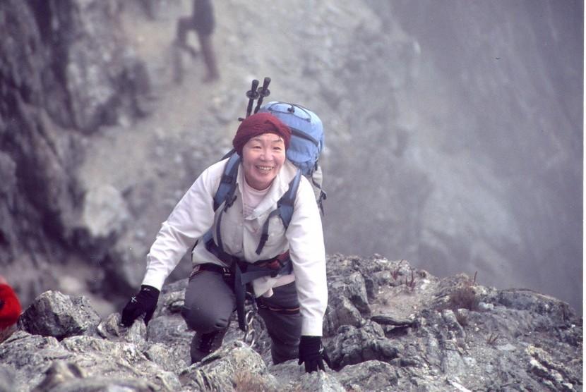 Pendaki gunung dari Jepang Junko Tabei berhasil menjadi perempuan pertama yang mampu mencapai puncak gunung tertinggi di dunia, Gunung Everest.
