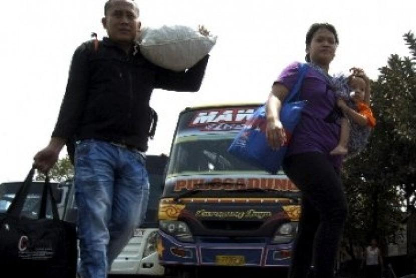 Pendatang yang baru tiba di salah satu terminal Ibukota Jakarta, Jumat (2/9).