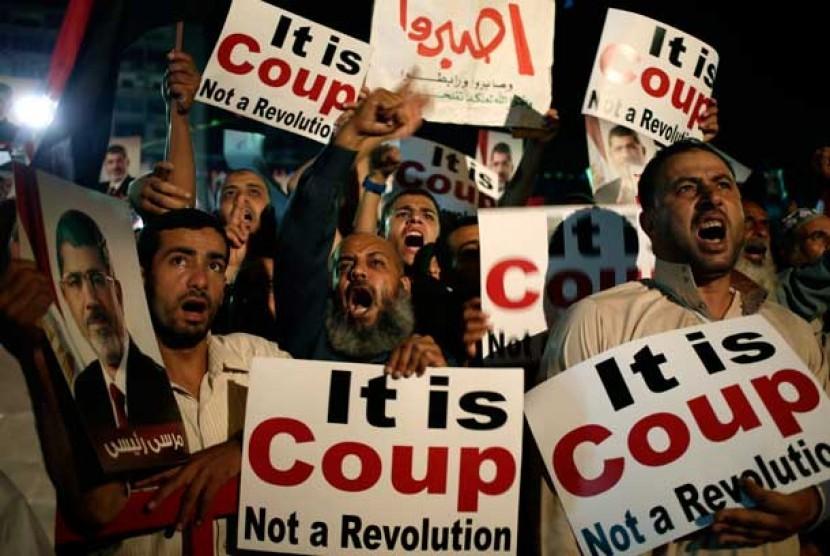 Pendukung Muhammad Mursi menggelar aksi unjuk rasa