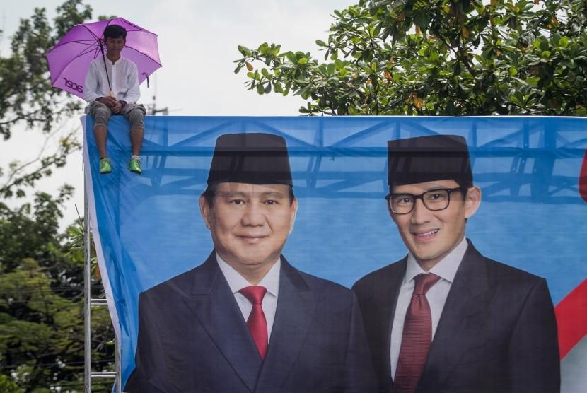 [ilustrasi] Pendukung pasangan Capres dan Cawapres nomor urut 02 Prabowo Subianto-Sandiaga Uno mengikuti kampanye terbuka di Stadion Sriwedari, Solo, Jawa Tengah, Rabu (10/4/2019).