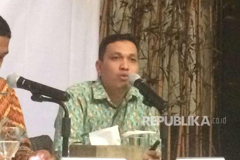 Peneliti LSI Ardian Sopa saat menyampaikan survei Pertarungan Pilpres di Media Sosial, di Jakarta, Rabu (4/9).