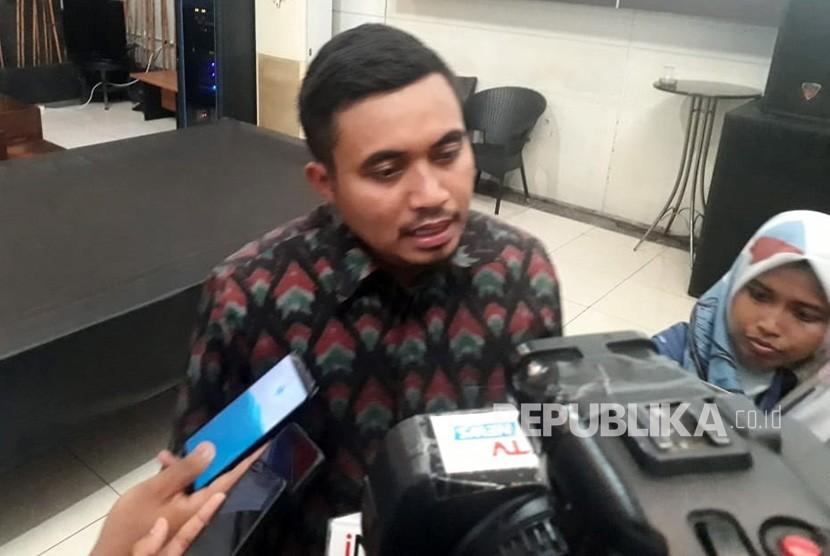 Peneliti LSI Denny JA Adjie Alfaraby saat ditemui di kantornya Rawamangun, Jakarta.