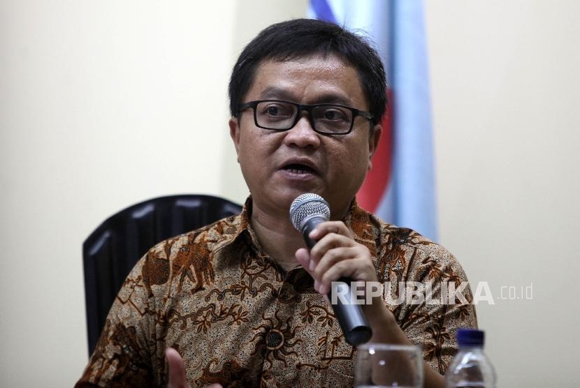 Peneliti senior PARA Syndicate Toto Sugiarto saat menjadi pembicara dalam diskusi bertajuk