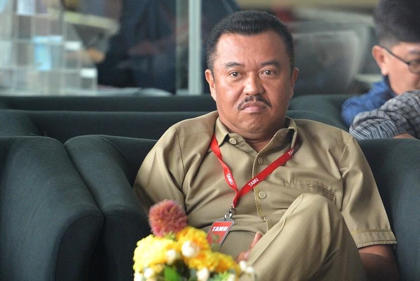 Pengacara Rudi Alfonso bersiap menjalani pemeriksaan di gedung KPK, Jakarta, Rabu (1/11).