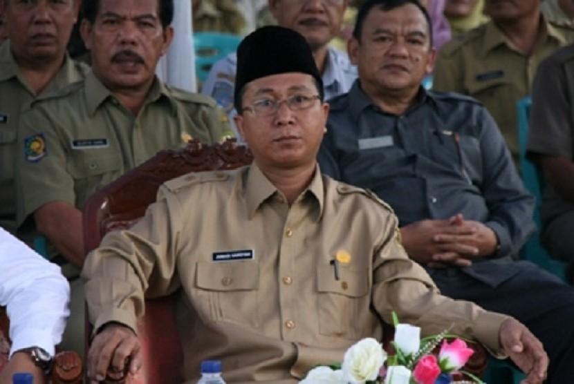 pengangkatan H Junaidi Hamsyah, SAg yang kini menjabat Wakil Gubernur/Plt Gubernur Bengkulu menjadi gubernur defenitif menggantikan Agusrin, ditunda pelaksanaannya