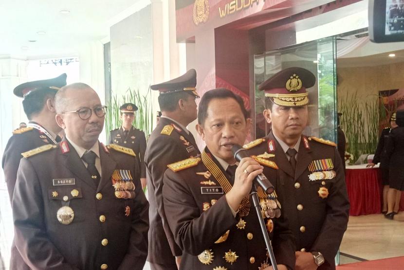 Penganugerahan Bintang Bhayangkara Utama di Perguruan Tinggi Ilmu Kepolisian, Jakarta, Selasa (7/8).