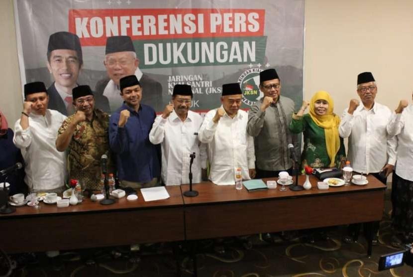Pengasuh Pondok Pesantren (Ponpes) Amanatul Ummah, Pacet, Kabupaten Mojokerto, KH. Asep Saifuddin Chalim membentuk Jaringan Kiai Santri Nasional (JKSN) untuk mendukung Jokowi-Maruf di Pilpres 2019