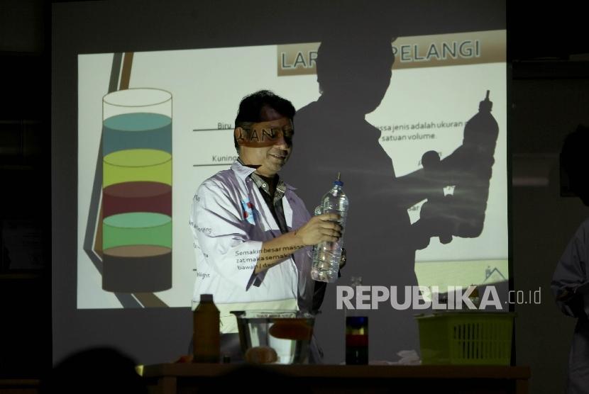 Ahli Kimia dari Universitas Indonesia, Agustino Zulys.