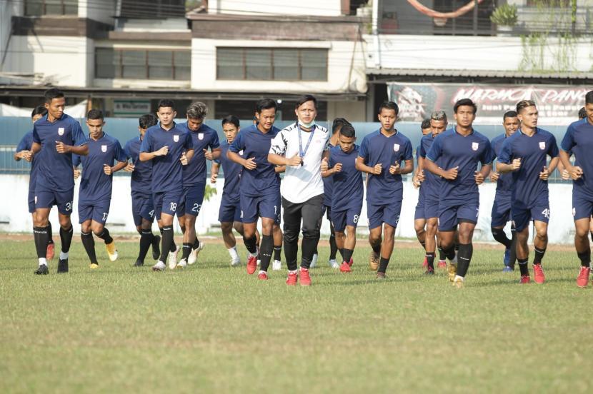 Persis Solo Kalahkan PSG Pati 2-0. Penggawa Persis Solo sedang latihan.