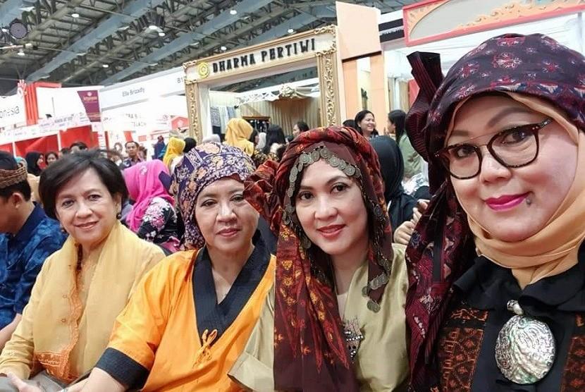 Penggunaan Tekuluk pada ajang Promosi Jambi di Smesco Indonesia