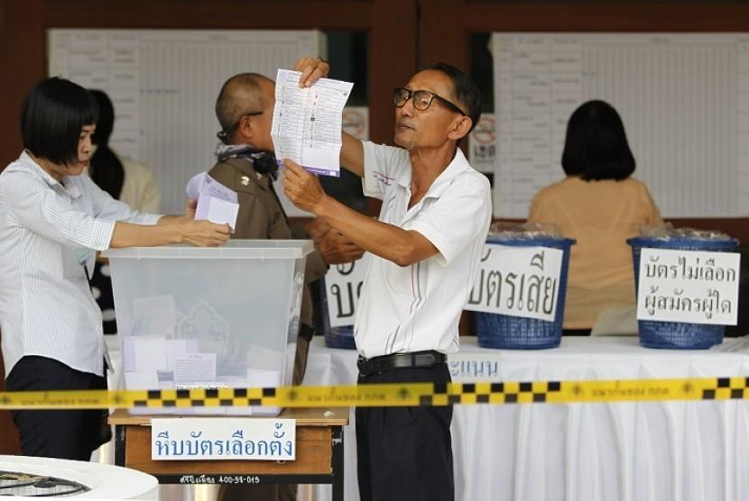 Penghitungan suara Pemilu Thailand 2019 pada Ahad (24/3).