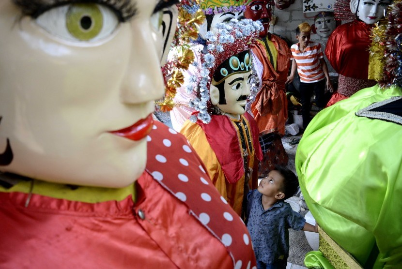 Ondel-ondel is a large puppet figure featured in Betawi folk performance of Jakarta, Indonesia.
