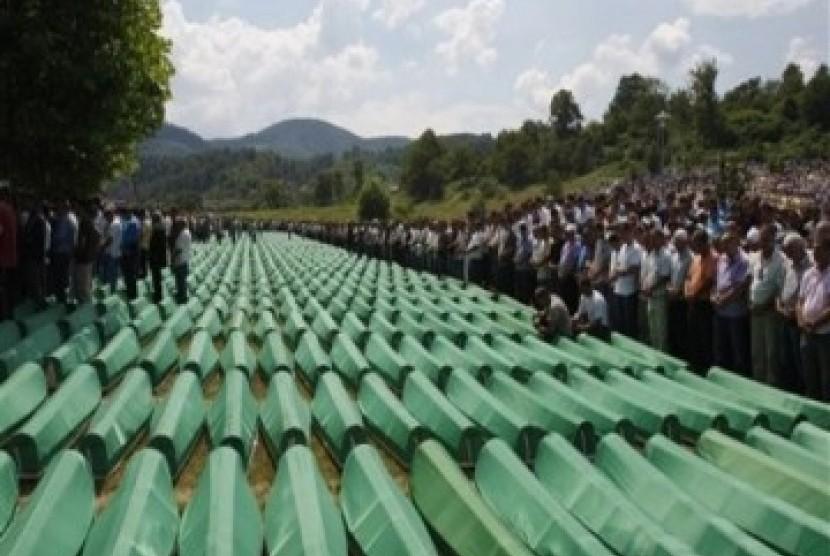 Penguburan korban pembantaian muslim Srebrenica 1995