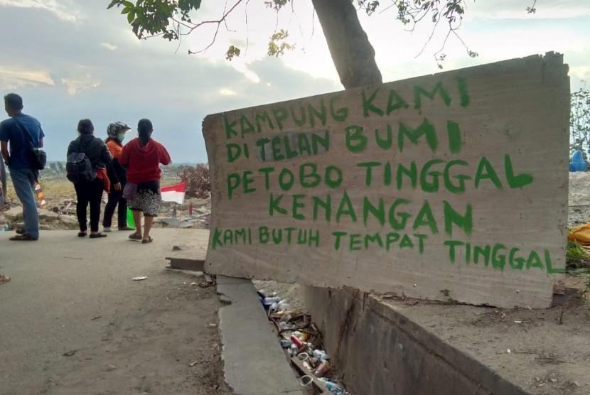 Pengungsi terdampak bencana di Kabupaten Sigi masih membutuhkan sekitar 10 ribu hunian sementara.
