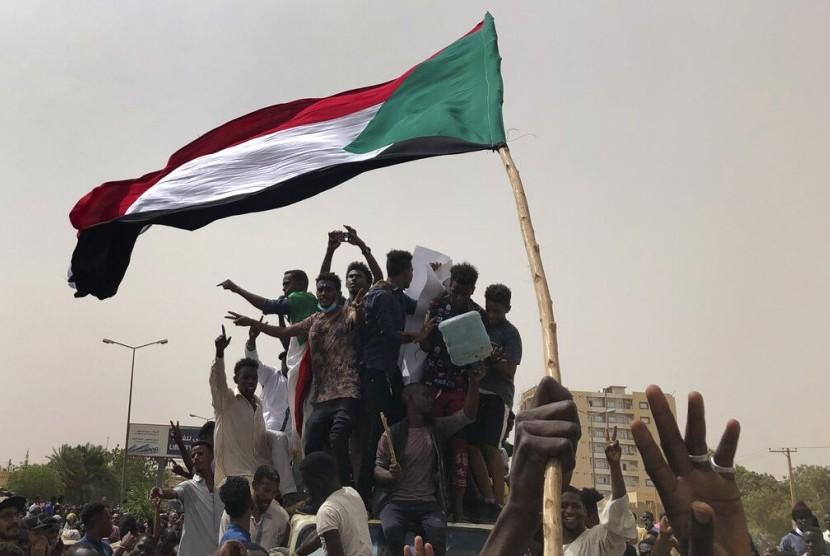 Pengunjuk rasa di Sudan menentang dewan militer di Khartoum, Sudan, 30 Juni 2019.