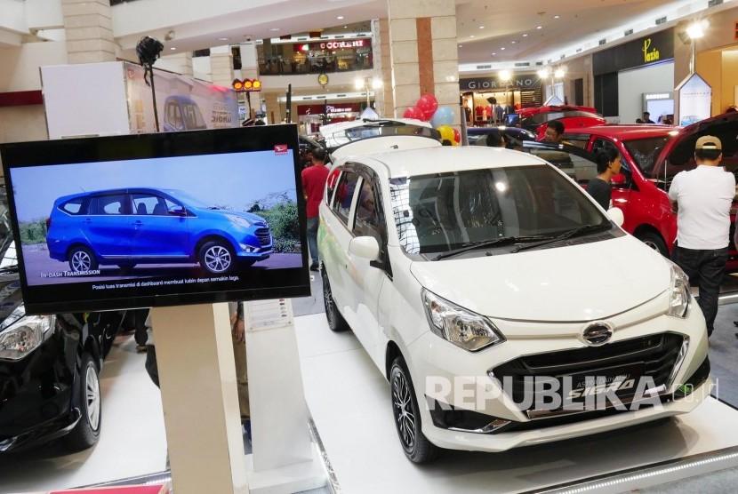 44 Gambar Mobil Sigra Warna Putih HD Terbaru