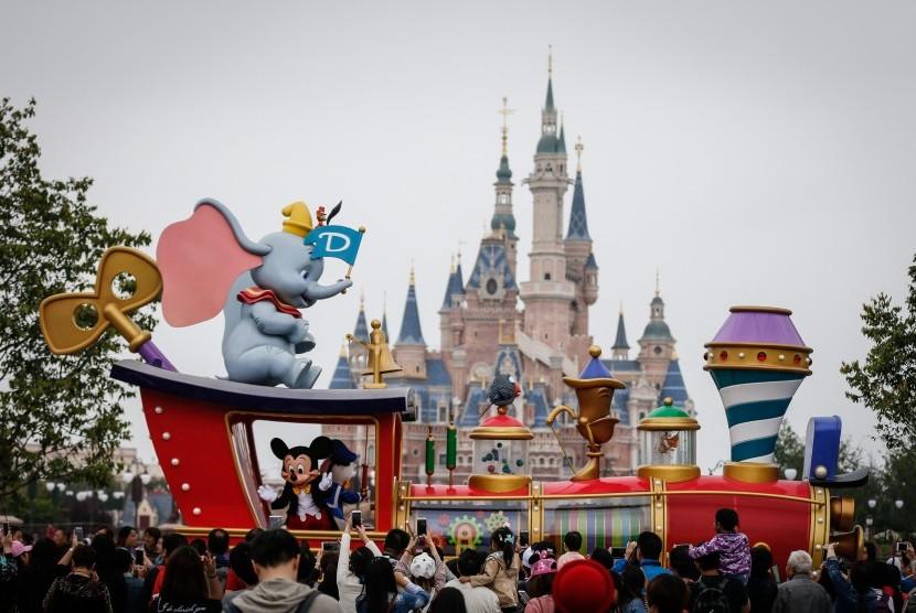 Pengunjung taman rekreasi Disney turut berkontribusi pada pendanaan proyek konservasi dunia.