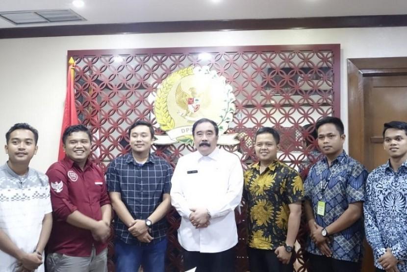 Pengurus Ampera (Aliansi Mahasiswa dan Pemuda Rantau) Sumatra Barat, datang menghadap Sekretaris Jenderal DPD RI Reydonnyzar Moenek.