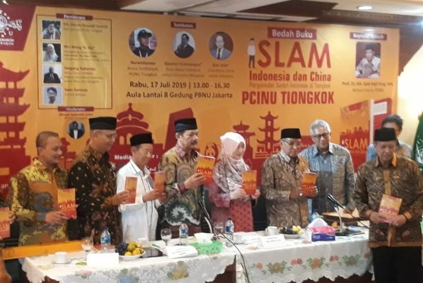 Pengurus Cabang Istimewa Nahdlatul Ulama (PCINU) Tiongkok menggelar bedah buku Islam Indonesia dan China: Pergumulan Santri Indonesia di Tiongkok di Gedung PBNU, Jakarta Pusat, Rabu (17/7).
