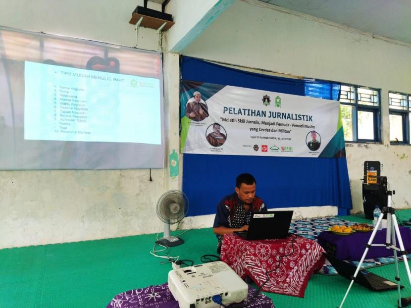 Pengurus Daerah Pemuda Hidayatullah Tegal  menggelar pelatihan jurnalistik dengan sistem hybrid di aula Pesantren Hidayatullah Tegal, Jawa Tengah,  Sabtu   (31/7).