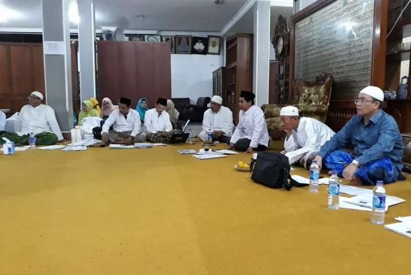pengurus Jatman berkumpul di kediaman Rais Aam Maulana Habib Luthfi bin Yahya.