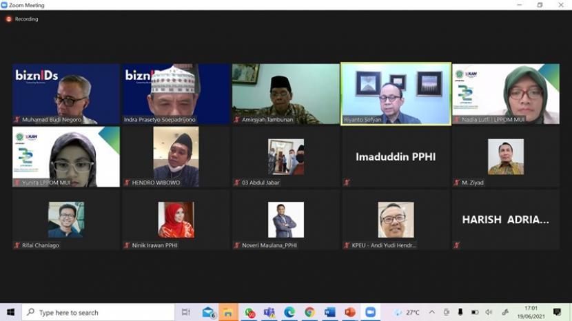 Pengurus MUI mengadakan silaturahim online dengan pengurus PPHI dalam rangka membangkitkan pariwisata halal di Indonesia.