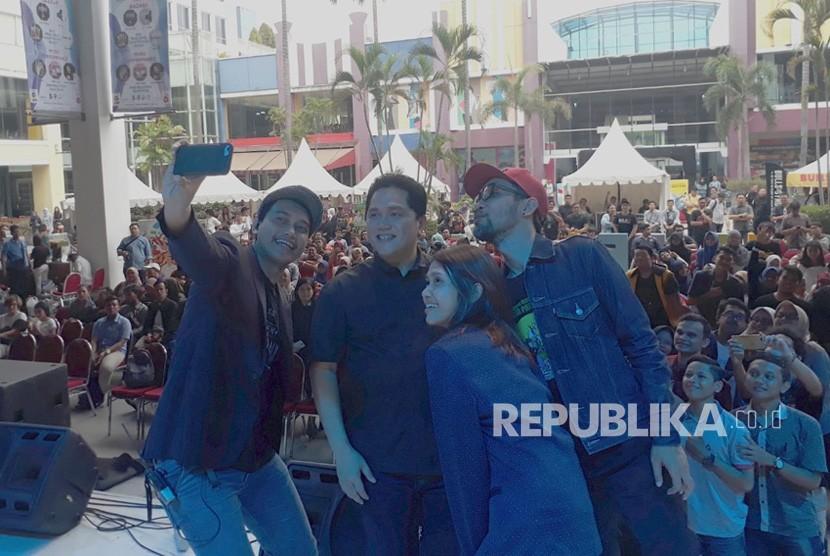 Pengusaha Erick Thohir menjadi pemateri dalam acara Jokowi Millennials Festival, di Surabaya Townsquare,Jl. Hayam Wuruk Nomor 6, Surababaya, Ahad (9/12).