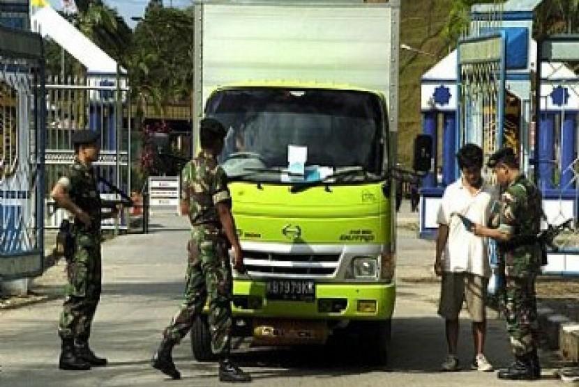 Penjagaan perbatasan Indonesia-Malaysia di Entikong