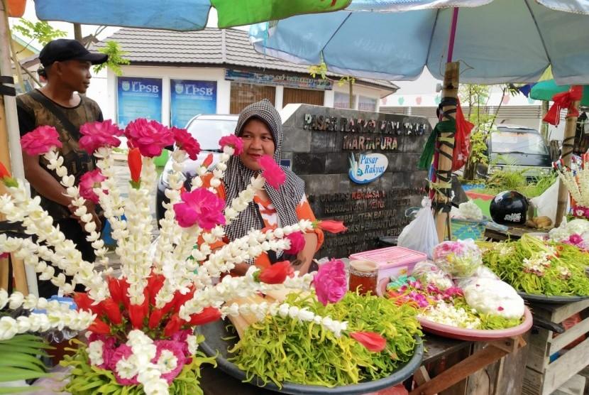 Penjual bunga melati di Kabupaten Banjar, Kalimantan Selatan.