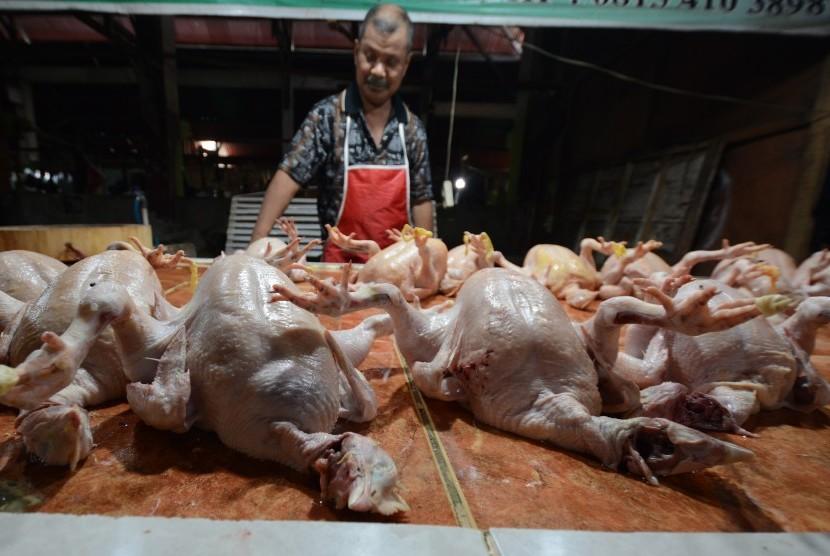 Penjualan daging ayam.