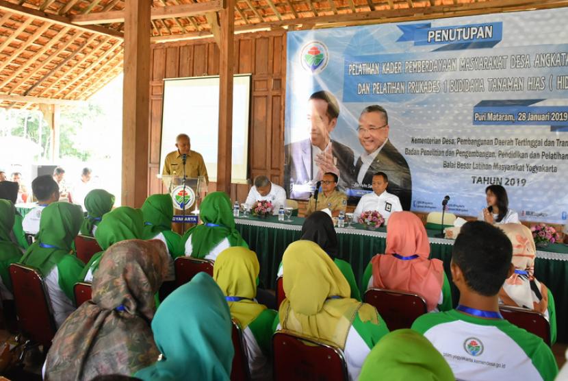 Penutupan pelatihan Kader Pemberdayaan Masyarakat Desa (KPMD) dan  Pelatihan Prukades Budidaya Kabupaten Sleman.