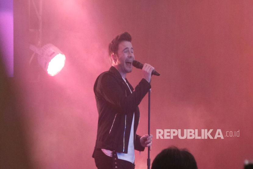 Penyanyi asal Irlandia, Shane Filan, dalam konser bertajuk 'Right Here' di The Hall, Senayan City, Jakarta, Selasa (14/3).