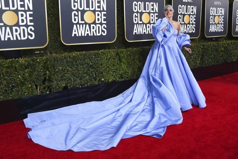 Penyanyi dan aktris Lady Gaga tiba di karpet merah Golden Globe Awards ke-76 di Beverly Hilton Hotel , Beverly Hills, Kalifornia, Ahad (6/1).