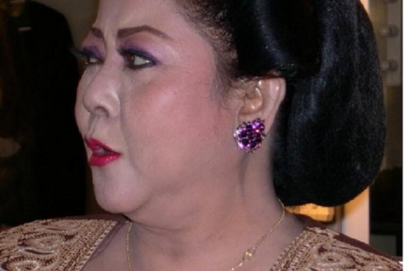Penyanyi keroncong senior, Waljinah.