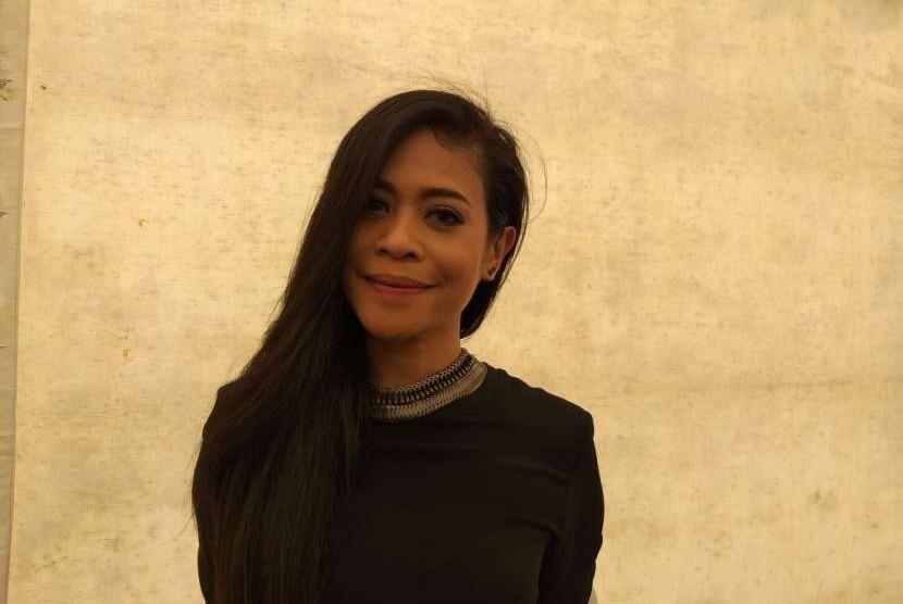 Penyanyi Kikan usai tampil dalam Deklarasi Kampanye Damai di Monas, Jakarta Pusat, Ahad (23/9).